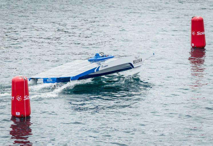 может ли парусная лодка приводится в движение с помощь